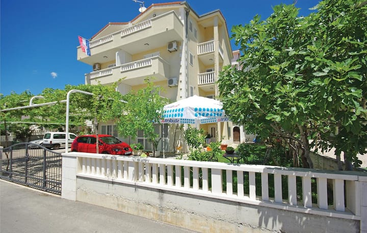 Studio flat with balcony Makarska (AS-14667-b)