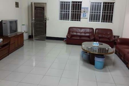 一個空間6個沙發389是一人一晚的價錢,住宿請先發問,床位平日498, - 集集鎮 - Pousada