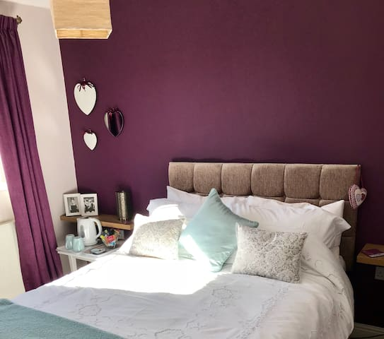 44-2 Comfortable double room near M1 junction 29a