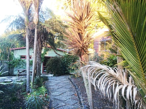 Peaceful and relaxing Waitakere escape