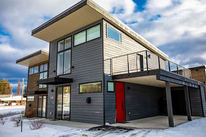 BRAND NEW!!! Quarry 1BD w/ Loft and 1BA unit! Communal heated pool. spa, gym and more!