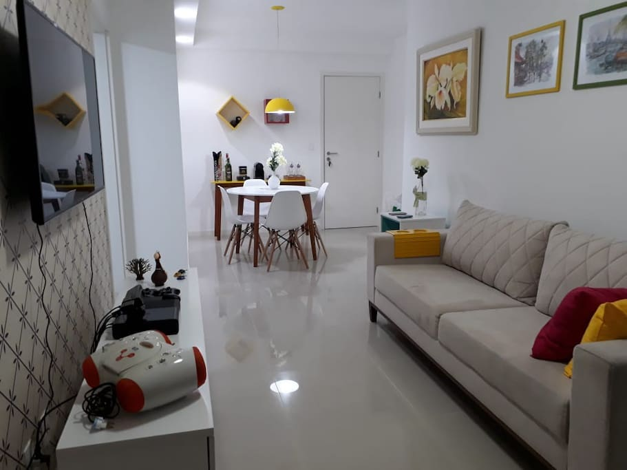 Sala de estar : Smart TV 50 + ventilador de teto + Split + sofá 3 lugares + poltrona de canto