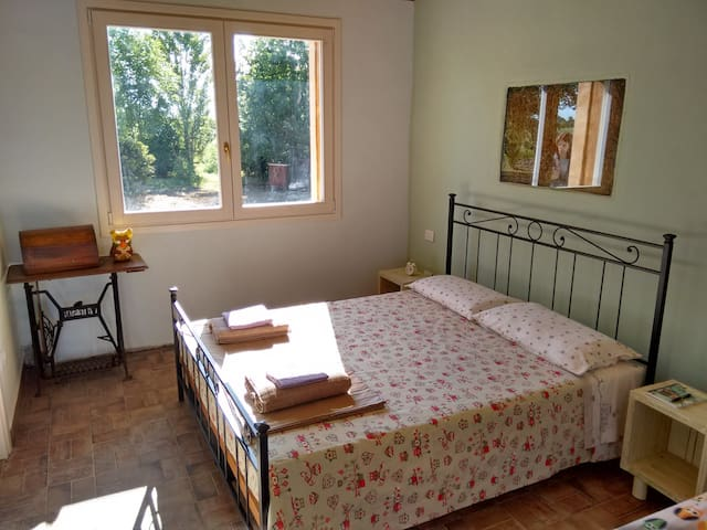 Countryside Bedroom in straw house - Ravenne - Bed & Breakfast