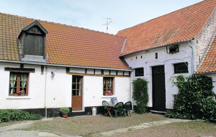 Beautiful home in Hames Boucres with WiFi and 3 Bedrooms