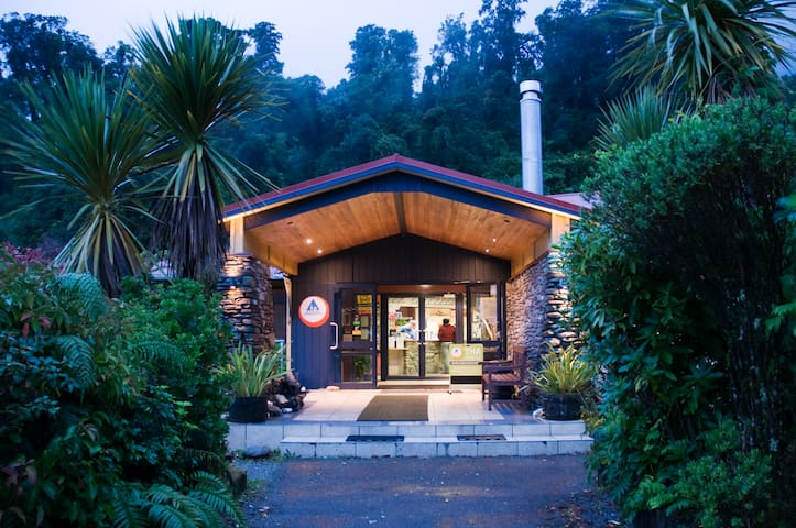 Twin (Shared Bathroom) - YHA Franz Josef
