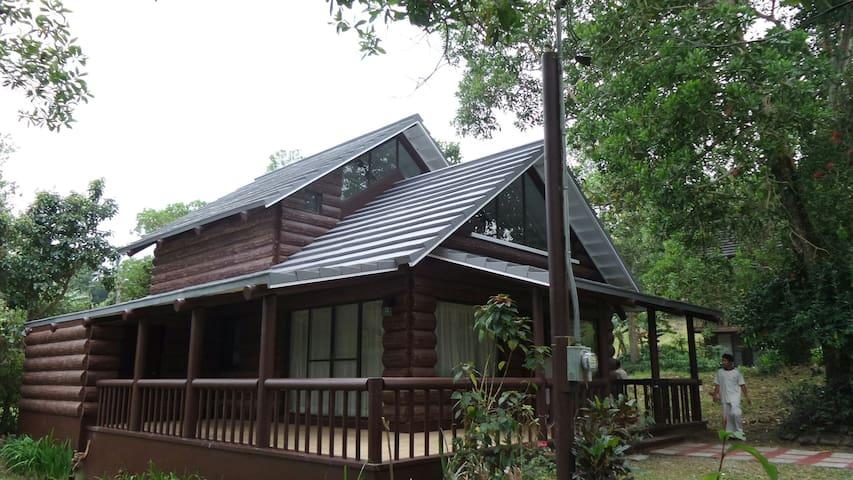 Charming, & quiet log cabin - Tagaytay - Cabane