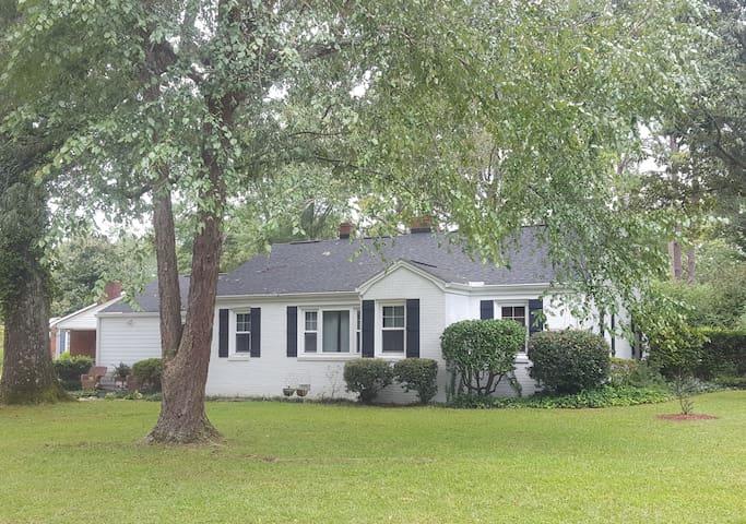 High Oaks Cottage in Aiken