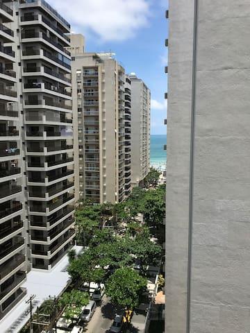 Guarujá - Pitangueiras - 1 quarteirão praia