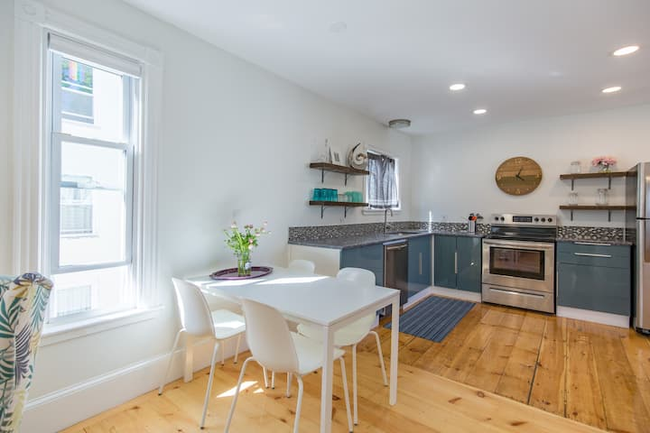 Oceanside Open Concept 2BR- East End/ Downtown