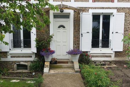 Appartement cosy à 5 min à pied de la gare RER D - Montgeron - Apartment