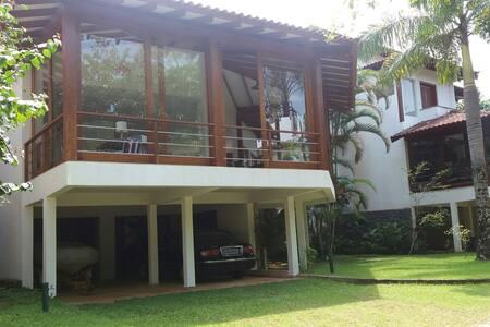 Casa em condomínio na Barra do Sahy