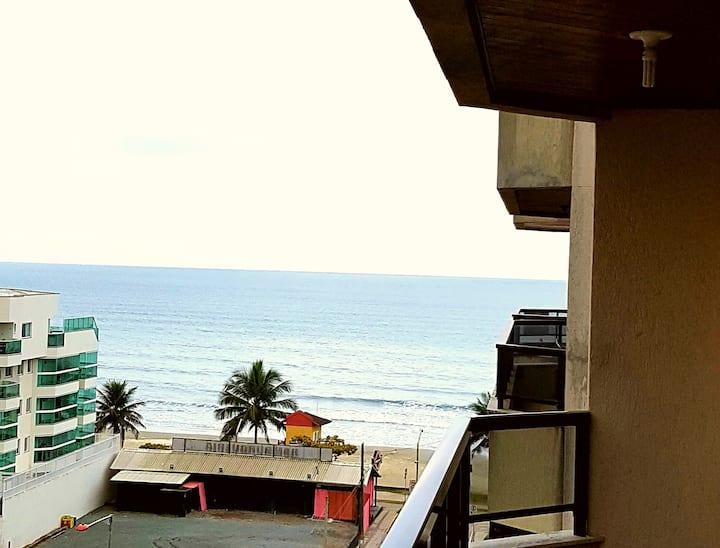 Apartamento a poucos metros do mar! com serviço de hotelaria