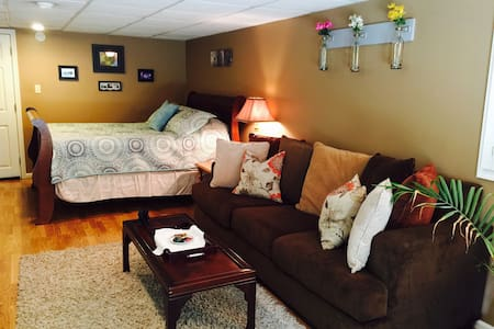 Cozy and cute! Full kitchen! - Lynchburg - Apartment