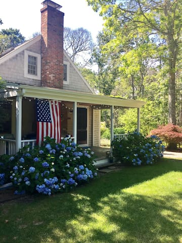 SummerSalt Cottage!  Charming Cape Cod Bay home.