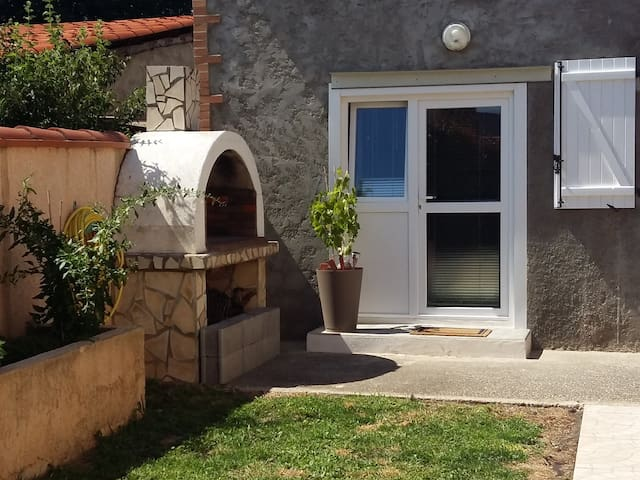 quiet 1 room - 15min from Perpignan downtown