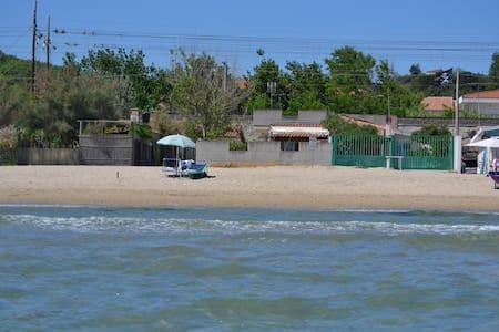 casa con accesso diretto alla spiaggia - Lido Riccio - Hus