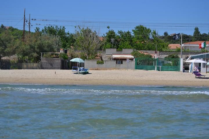 casa con accesso diretto alla spiaggia