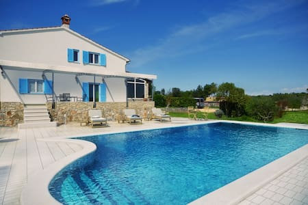 NEW! Villa with pool in the vicinity of Rovinj! - Rovinj