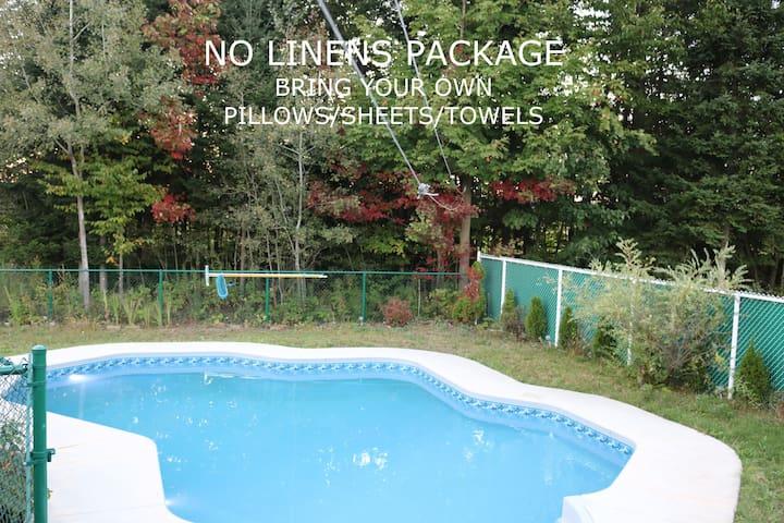 POOL+SPA @ Spacious Laurentians Home - NO LINENS