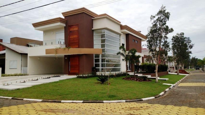 Casa alto padrão em Bertioga condomínio fechado