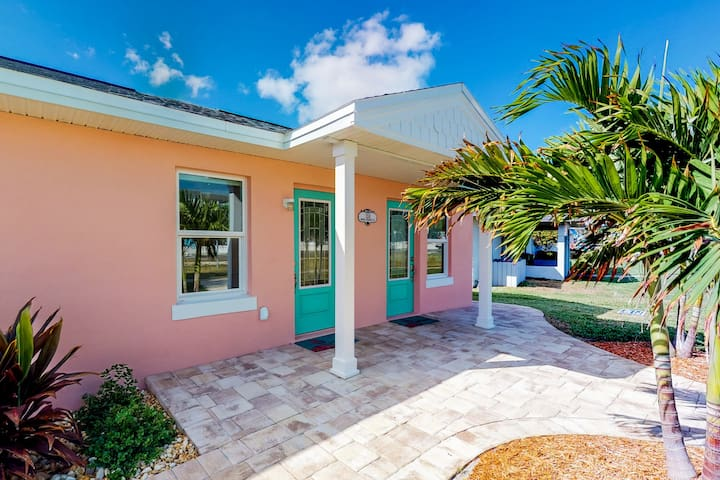Newly renovated beach duplex - only a block to the beach!