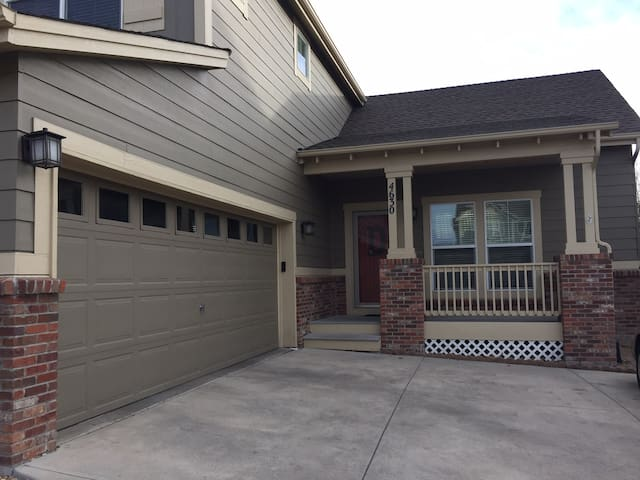 Beautiful and comfortable finished basement - Castle Rock - Hus