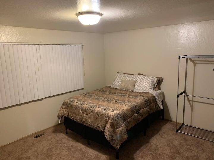 Quiet Big Bedroom Near Amtrak BART & Freeway