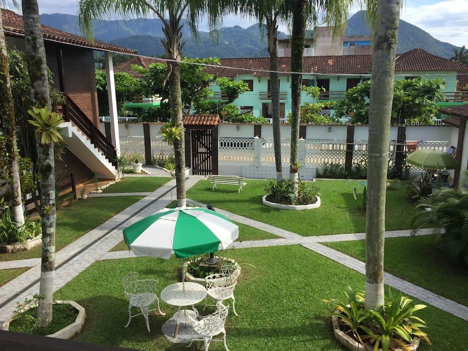 Vista do Jardim para quem olha do apartamento.