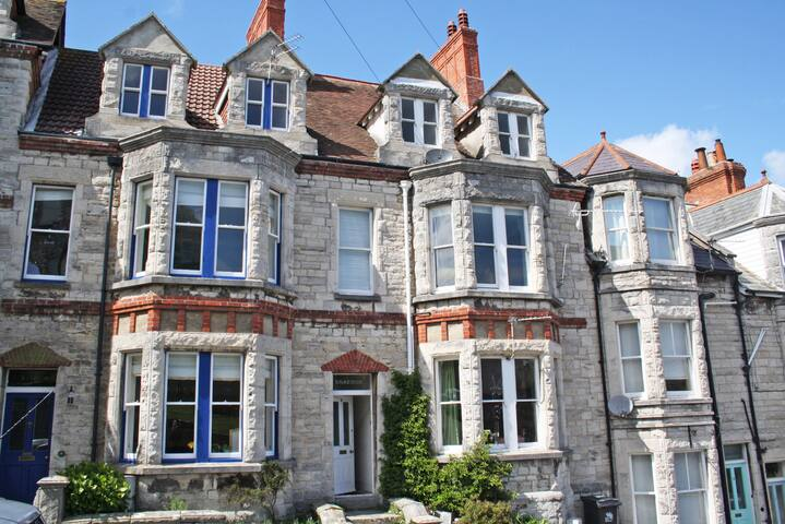 Modern Apartment close to Swanage BEACH