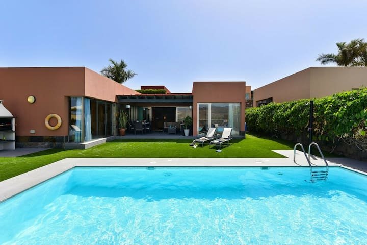 Beautiful Villa in San Bartolomé de Tirajana with Terrace