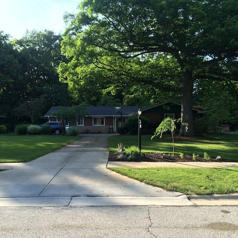 RNC ready, Charming 4 bedroom Suburban Ranch - Independence - House