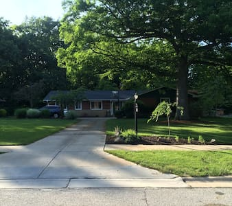 RNC ready, Charming 4 bedroom Suburban Ranch - Independence