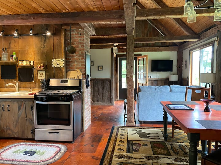 NEW LISTING-Cozy, Idyllic Vermont Cabin!