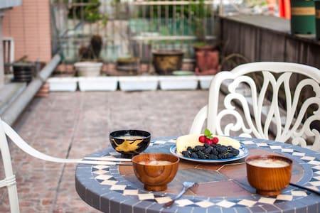 西湖区落地窗花园房 送温馨早餐 提供有趣玩乐指南 独立设计师 房主爱旅游 - Hangzhou - Pousada