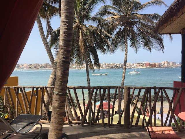 Vaste chambre privée ,Île d'Ngor