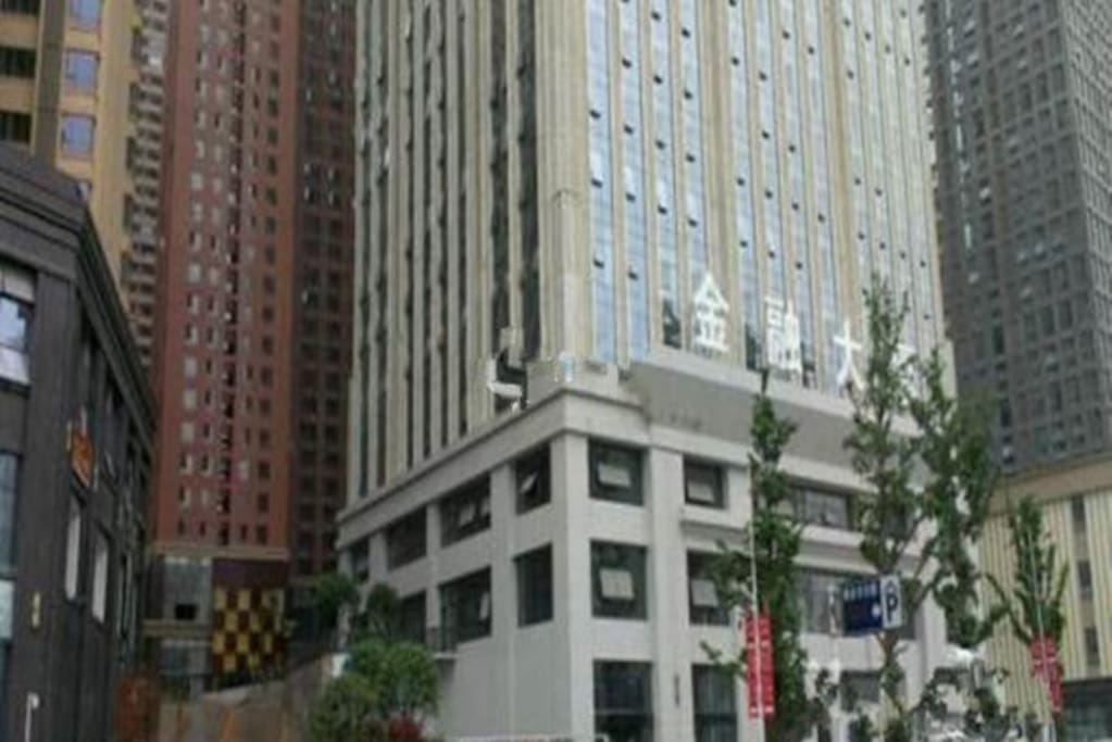 公寓楼所在的大楼金融大厦