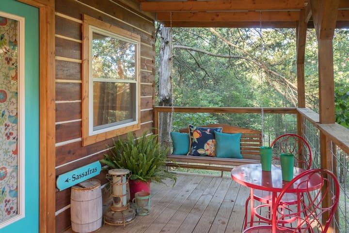 Sassafras Cabin - Treehouse-vibe at Lake Lucerne Resort and Ranch