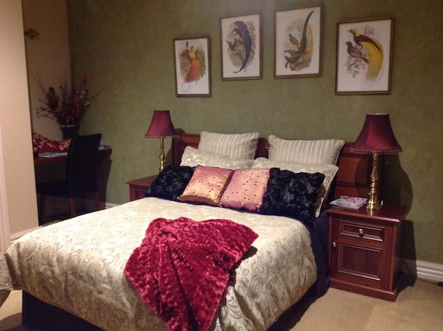 Farm Retreat - Deluxe Guest Room - Melton South - Bed & Breakfast