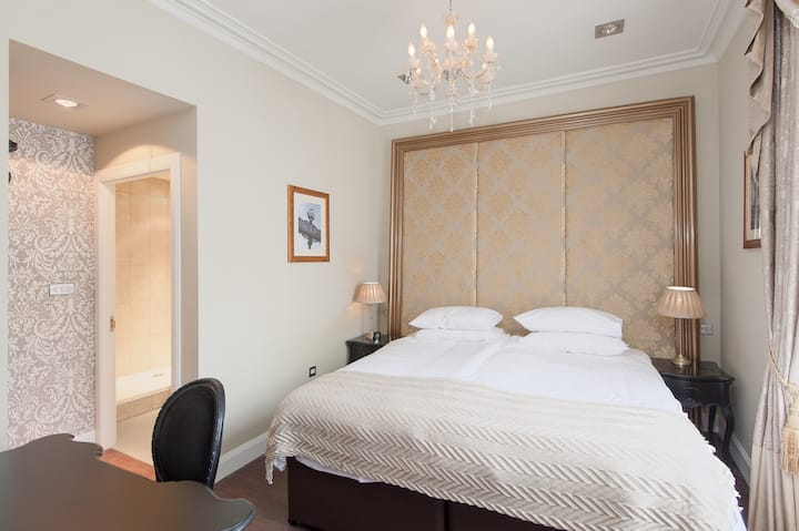Paris Room - Double/Twin ensuite room