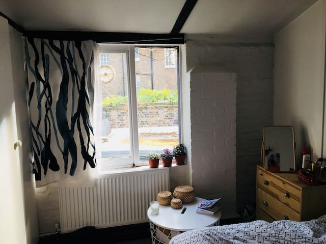 Nice calm and light double bedroom in central area