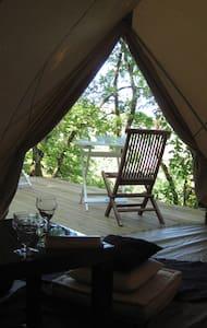 Tente et terrasse dans les bois - Figeac - Bed & Breakfast