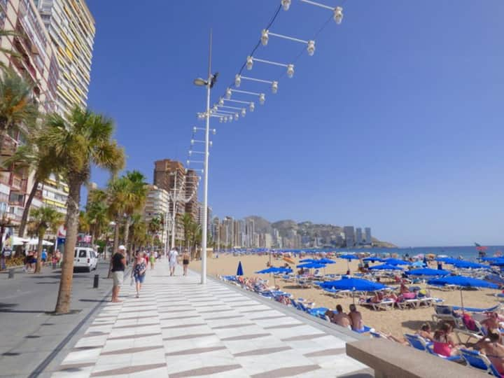 Second line from the beach Benidorm Apartment