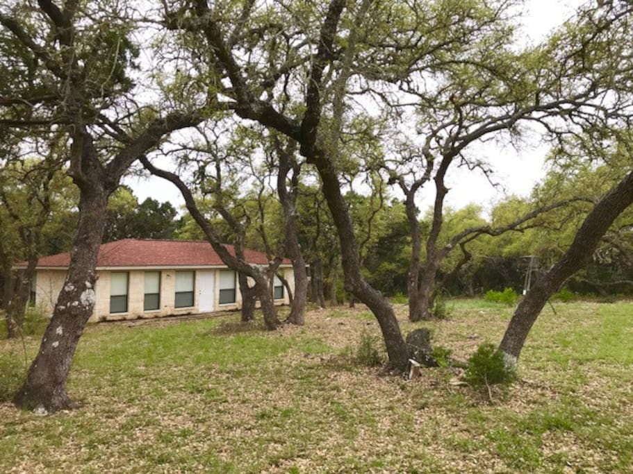 Our Bungalow is quaint and quiet, tucked away atop the 3rd highest elevation in Comal County. Incredible views from the property. Deer feeder in the front yard to attract the beautiful wildlife. Come and enjoy some time away from the hustle and bustle!
