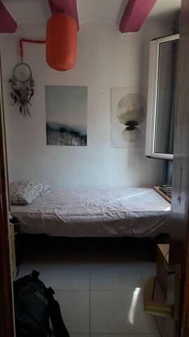 Habitación individual en Raval.