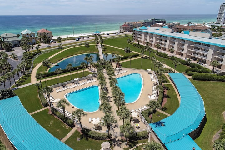 Ocean View, Free Beach Chairs, 2 Pools one heated