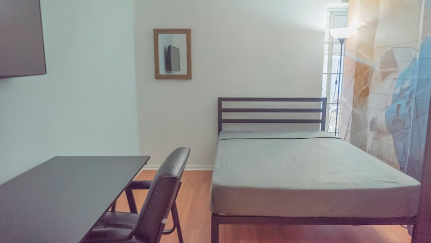 Private Cozy Room near Westwood and Century City