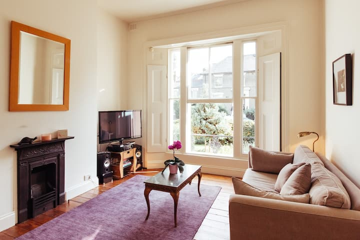 Huge  Stunning Flat in Sought After Victoria Park
