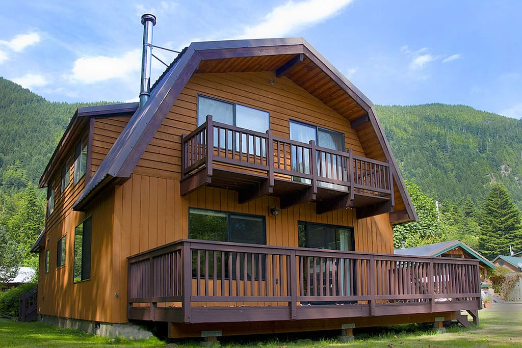 A charming gambrel house set on the banks of the dazzling Skykomish River.