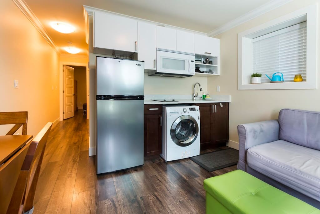 1 bed 1 bath near skytrain garden vancouver for Bathrooms r us vancouver