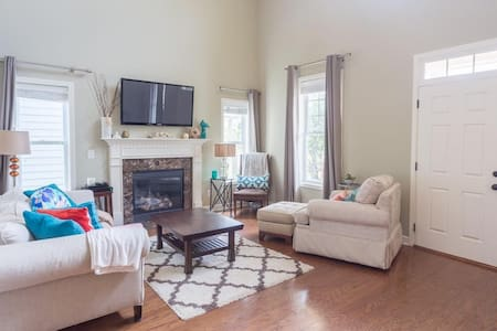 Cute and cozy home with lots of space! - Huntsville